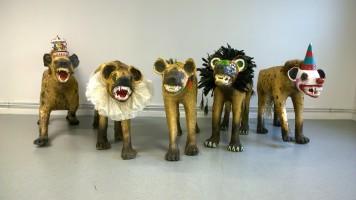 Le fléau, série de cinq sculptures, techniques mixtes, longueur environ 11à cm, largeur 50 cm, hauteur 90 cm, 2014-2015